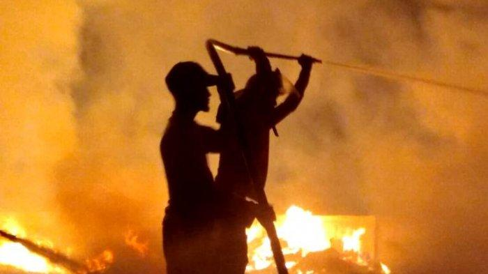BREAKING NEWS : Empat Rumah Habis Terbakar di Samosir