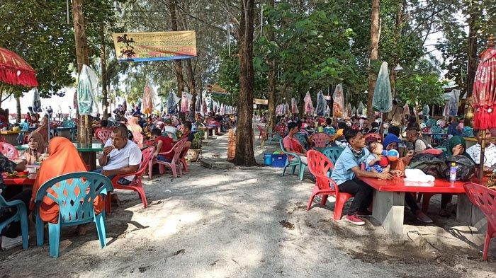 RAMAINYA Pengunjung Lokasi Wisata Pantai Bali Lestari di Serdang Bedagai, Ini Foto-fotonya