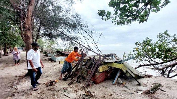 Sempat Mengira Ada Tsunami, Pengunjung Pantai Serambi Deli Kocar-kacir Melihat Bangunan Hancur