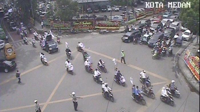 Demonstran Berhamburan di Jalan Protokol