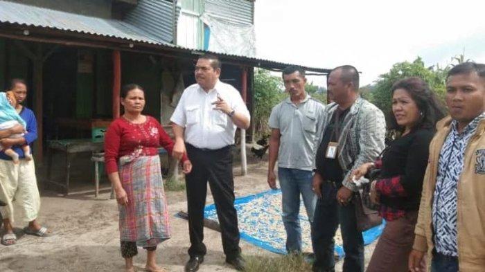 Tinggal di Belakang Bandara Silangit, Warga Gelap-gelapan Dusunnya Belum Dialiri Listrik