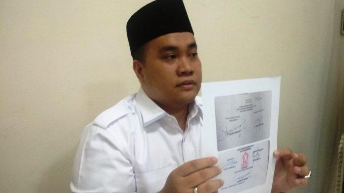 Parlinsyah Harahap saat menggelar temu pers di Medan Club Jalan Kartini, Medan, Rabu (4/4/2018).