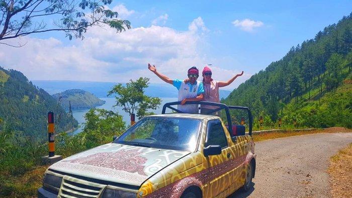 Menyusuri Danau Toba dengan Safari Car Pravda Holidays