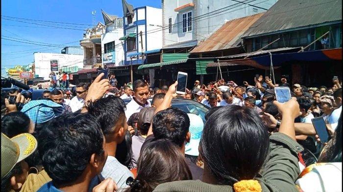 Sebelum Jokowi Tiba di Sigapiton, Spanduk Tuntutan Tanah Adat Ini Diturunkan Satpol PP