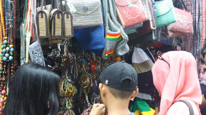 Yuk Berburu Cinderamata Khas Batak di Pasar Tomok Pulau Samosir