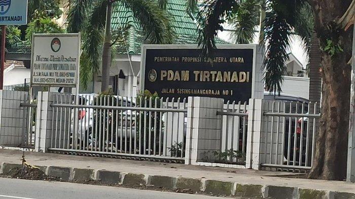 Aliran PDAM Tirtanadi Terganggu, Warga Martubung Pilih Mandi di Musala dan Stok Air Galon