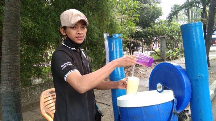 Segarnya Berbuka Puasa dengan Air Nira Aren di Tanjungmorawa