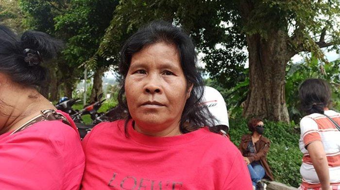 Ikut Sampaikan Aspirasi Pedagang Balerong ke DPRD Toba, Ini Curhat Melpa Napitupulu