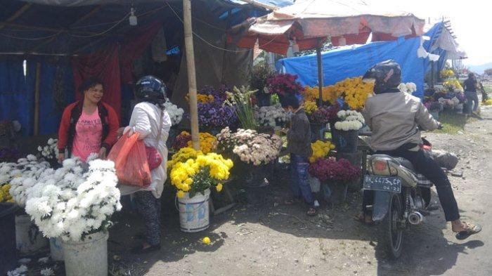 Dampak Pandemi, Omzet Penjual Bunga Musiman Untuk Ziarah di Berastagi Menurun