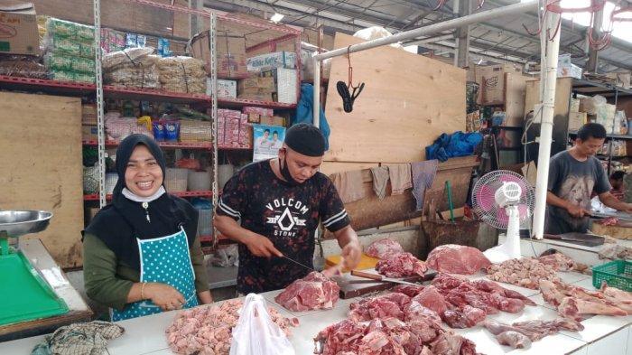 Pedagang di MMTC Jalan Willem Iskandar Kecamatan Percutseituan, Deliserdang, Kamis (31/12/2020)