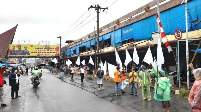 Pedagang Pasar Horas Menyerah, Kibarkan Mendera Putih saat PPKM Level 4