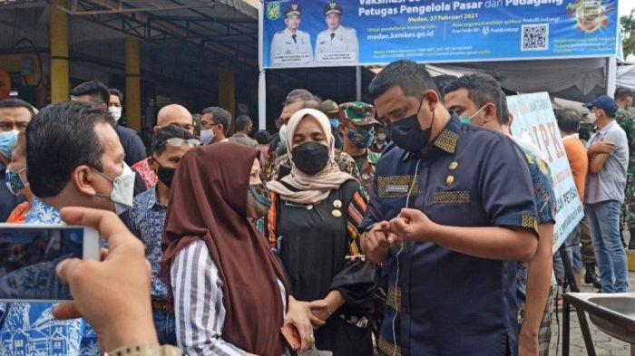 MOMEN Pedagang Pasar Petisah Hampiri Bobby Nasution: Bagaimana Ini Pak, Pasar Kami Sepi Kali