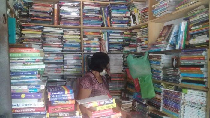 Pedagang Buku Bekas Titi Gantung Rasakan Dampak Aturan Belajar Online, Minat Pembeli Turun Drastis