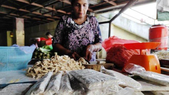 Harga Kacang Kedelai Masih Tinggi, Pedagang Tempe Terpaksa Bersiasat Agar Ekonomi Tetap Berputar