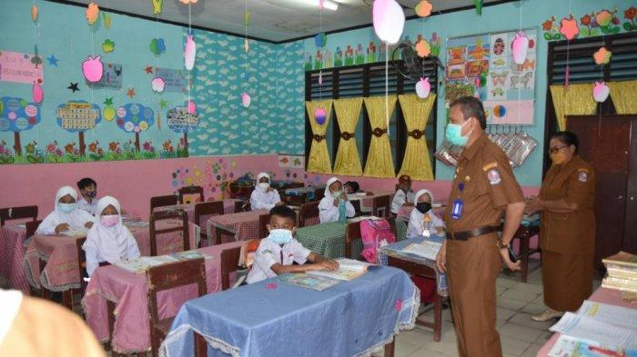 Sekretaris Dinas Pendidikan Deliserdang Tinjau Belajar Tatap Muka, Antusias Siswa Luar Biasa