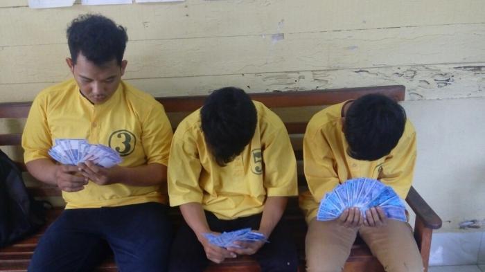 Tiga Orang Pemalsu Uang Ditangkap Polisi saat Tidur
