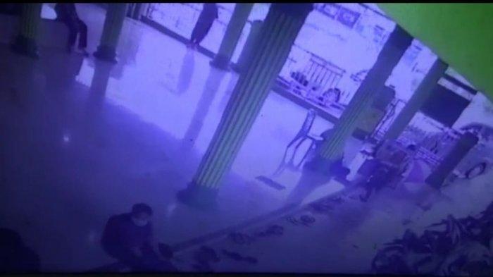 Terekam CCTV, Seorang Pria Curi Sepatu di Masjid Shalatul Falah Tanjung Morawa