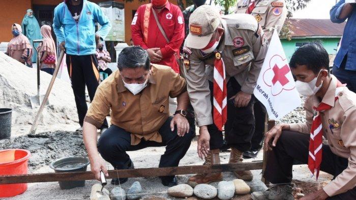 Wakil Bupati Deliserdang Lakukan Bedah Rumah Warga: Kegiatan Ini Luar Biasa