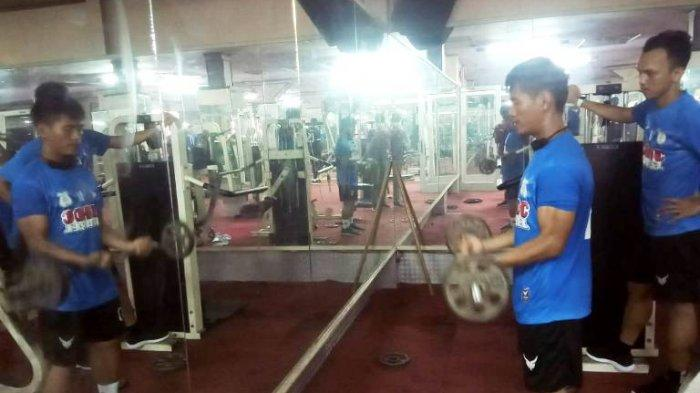 Latih Ketahanan Fisik Jelang Liga 2, Pemain PSMS Medan Fokus Nge-gym