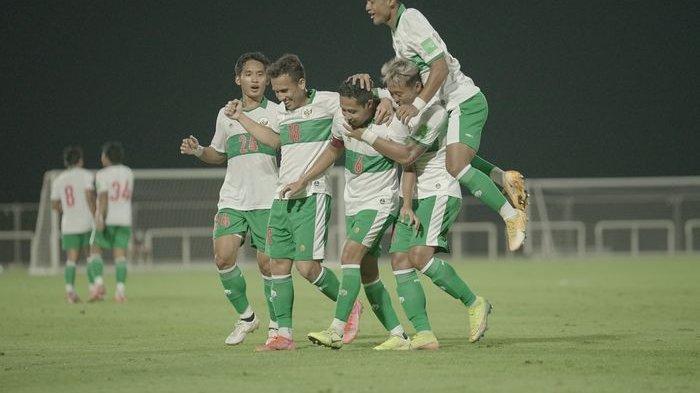 Perayaan gol Evan Dimas, dalam laga uji coba timnas Indonesia vs Oman, di Stadion The Seven's, Dubai, Uni Emirate Arab, pada Sabtu (29/5/2021).