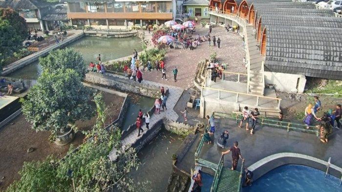 Pemandian air panas Pariban yang terletak di kawasan Doulu, Kecamatan Berastagi, Kabupaten Karo, Sumatera Utara
