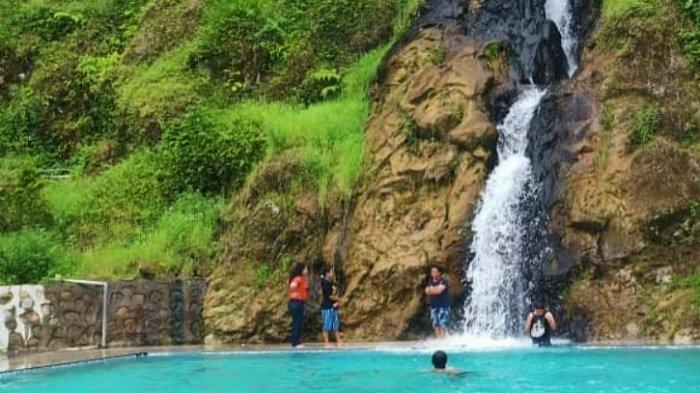 Pemandian Bukit Gibeon yang berada di Parsaoran Sibisa, Ajibata, Sionggang Utara, Lumban Julu, Kabupaten Toba Samosir, Sumatera Utara.