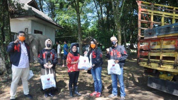 Ramadhan Berbagi, Aksi Ikal Smansa Medan Bagikan Donasi Sembako ke Masyarakat dan Medan Zoo