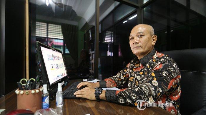 Kepala Sekolah Menengah Pertama (SMP) Muhammadiyah 1 Medan, Paiman berada di SMP Muhammadiyah I, Jalan Demak, Medan, Sumatera Utara, Selasa (06/07/2021).TRIBUN MEDAN/RISKI CAHYADI