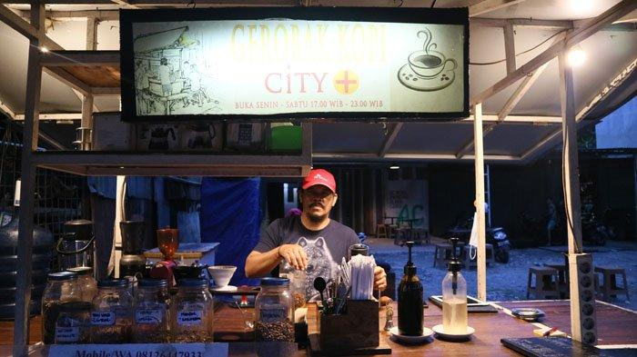 Gerobak Kopi City Plus, Kedai Kopi Pinggir Jalan Rasa Bintang Lima