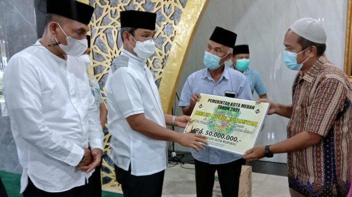 Komit Makmurkan Masjid, Pemko Medan Serahkan Bantuan dalam Kegiatan Safari Ramadan