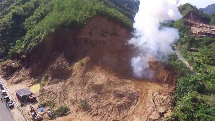 VIDEO: Detik-detik Dentuman Keras saat Petugas Musnahkan Bom di Pandan, Tapanuli Tengah