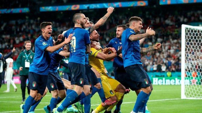 Donnarumma Gagalkan 2 Tendangan Pemain Inggris.|Fakta Italia Juara Euro 2020. Foto: Pemain Italia selebrasi kemenangan