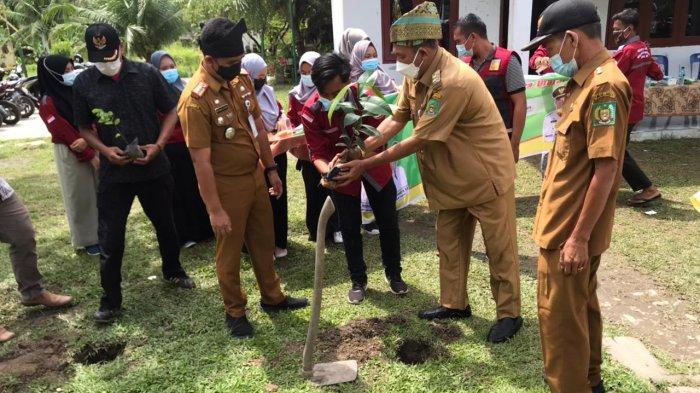Mahasiswa UINSU Tanam 1000 Pohon di Kecamatan Hinai, Begini Respon Wakil Bupati Langkat