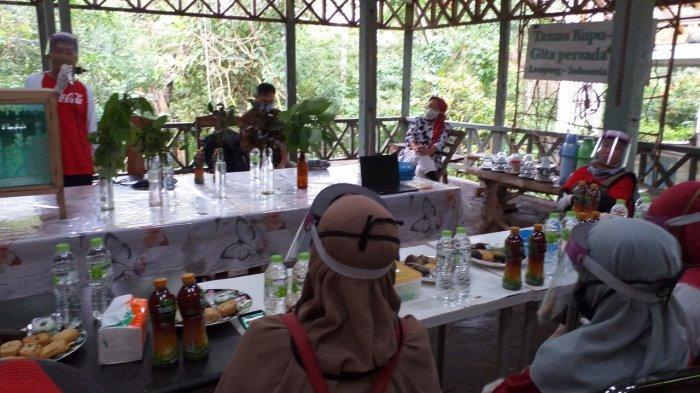 Pendampingan Coca-Cola Amatil Indonesia kepada Forum Pendidik Sukanegara Sosialisasi pencegahan Covid 19 di lingkungan Zone 1 dan Sekolah di wilayah Desa Sukanegara