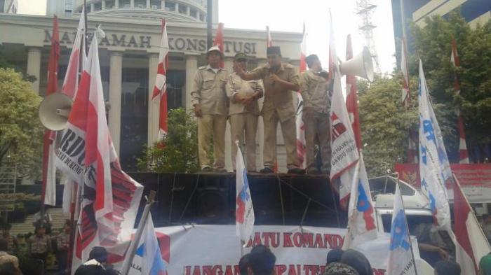 Dalam Orasi, Pendukung Prabowo Ajak Bakar Kantor