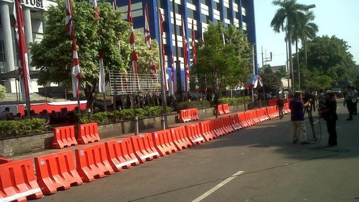 Sudah Pukul 9 Lewat, Pendukung Prabowo Belum Tampak di Gedung MK