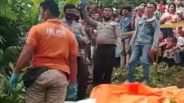 PENEMUAN jenazah seorang anak perempuan dalam karung plastik di perbukitan Dusun II, Desa Bawaziono, Kecamatan Lahusa, Kabupaten Nias Selatan, Sumatra Utara, Selasa (9/2/2021).