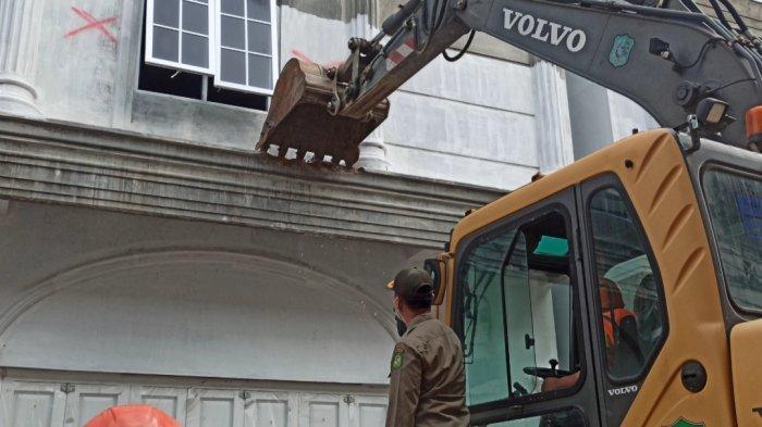 Bangunan Eks Harian Portibi Dirobohkan