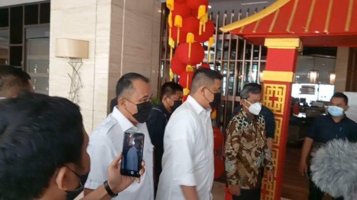 Bobby-Aulia Hadiri Rapat Pleno Terbuka Penetapan Wali Kota Medan, Kompak Kenakan Baju Putih