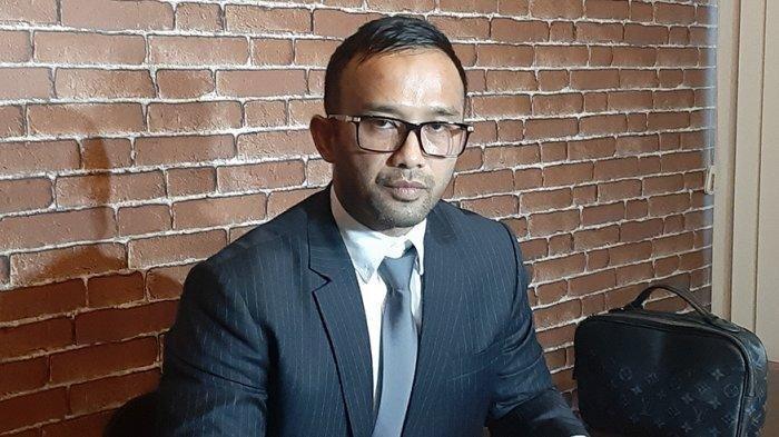 Ali Nurdin pengacara dari Amalia Fujiawati, istri siri Bambang Pamungkas yang menggugat soal nafkah dan hak asuh anak