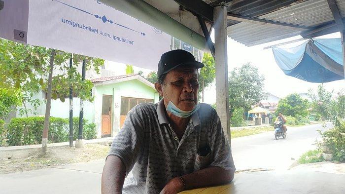 Pengakuan orang tua korban Rina Simanungkalit, Sihar Simanungkalit dengan emosional menceritakan kondisi anaknya usai dianiaya tersangka Maniur Sihotang.
