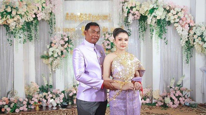 Potret pengantin Bun Salout dan Sharu yang terpaut usia 33 tahun