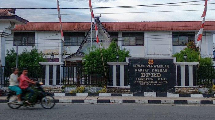 DPRD Dairi Batal Pakai Pin Emas, Diganti Pin Kuningan Hemat Anggaran Rp136 Juta