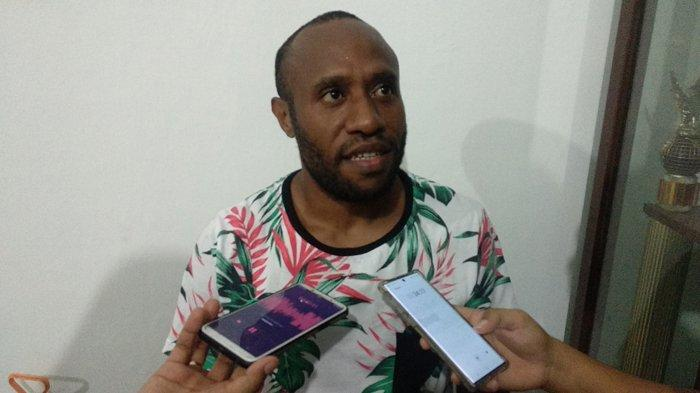 Penggawa PSMS asal Papua pada liga 2 2020 lalu, Yohanis Nabar akhirnya kembali bergabung dalam latihan persiapan tim Ayam Kinantan musim ini.