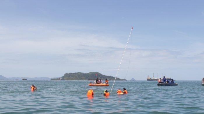 HUT RI Ke-73, Pengibaran Bendera Merah Putih di Dasar Laut Sibolga Meriah