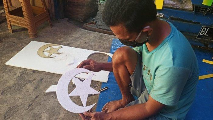 Dampak Corona, Munawir Terpaksana Hentikan Produksi Pernak-pernik Lebaran, Pemesan Turun Drastis