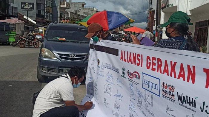 Seruan Tutup TPL Berkumandang di Toba, Sejumlah Aliansi Kumpulkan Tanda Tangan Masyarakat