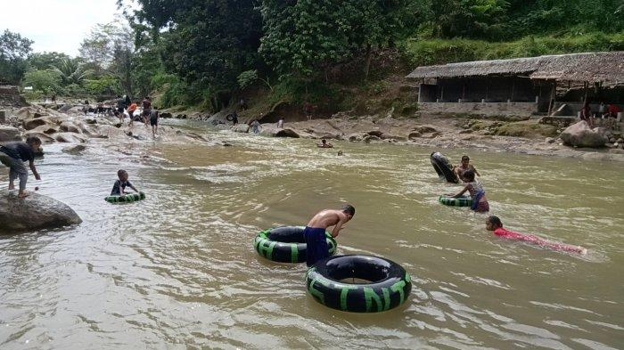 Wisata di Sungai Biru-biru, Bisa Merasakan Air yang Jernih dan Menikmati Buah Durian