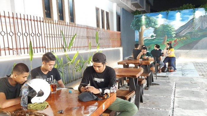Pengunjung di Melam Coffee and Resto