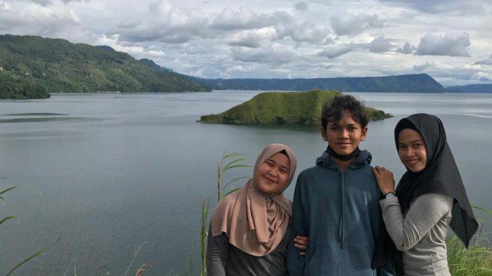 Bukit Sipolha, Lokasi Terbaik untuk Berfoto Dengan Pemandangan Danau Toba